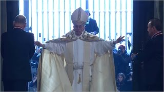 Pope Francis Opens the Holy Doors